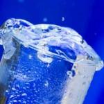 朝コップ一杯の水を飲む健康法・健康効果は「金」に値する!