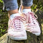 歩きすぎてかかとが痛いときの対処法と靴選び